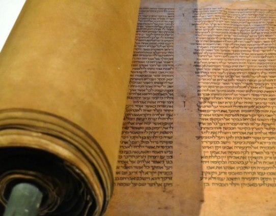 Nell'aula magna il Pentateuco più antico del mondo