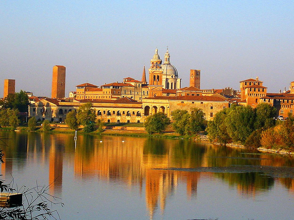 Mantova vista dall'acqua
